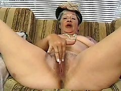 Milf gets creampie after anal fuck