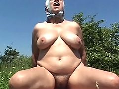 This mature slut loves to fuck outdoors