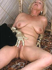 Glamour babe granny spreads and shows pussy