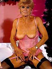 Naughty granny sporting a sexy corset unleashes her set of sagging tits and ancient cooch
