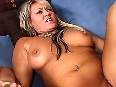 Milf gives blowjob with pleasure