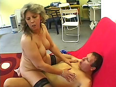 Hot GILF gets her spread pussy banged